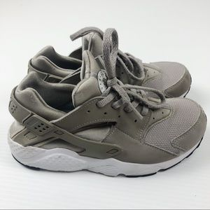 Nike Huarache Little Kids Size 2.5 Grey Gray Shoes